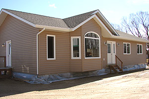 ready to move homes in manitoba prices